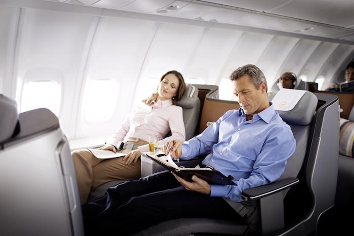 Пассажирам бизнес-класса в экстренных случаях везёт меньше.