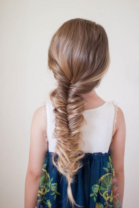 Преимущество: даже с тонкими волосами получится очень объёмная, «толстая» косичка