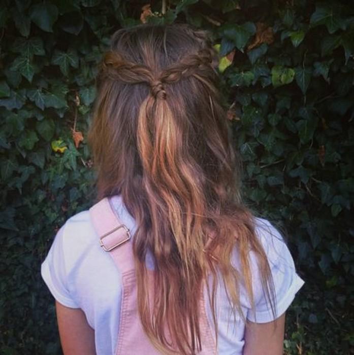 Интересная версия классической причёски для девочек