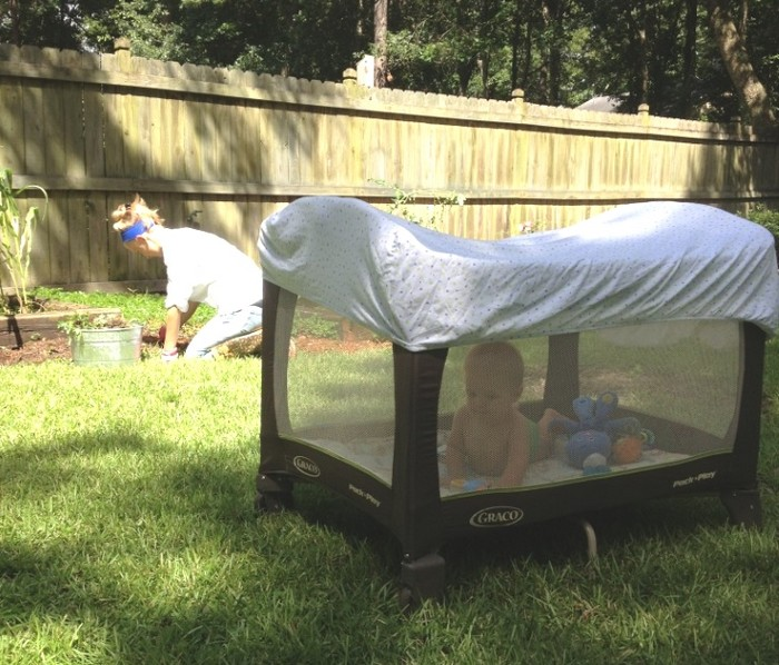 Защищаем малыша от солнца.