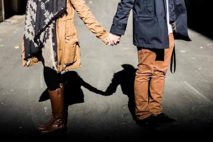 Повысить привлекательность для стабильных отношений поможет интеллект.