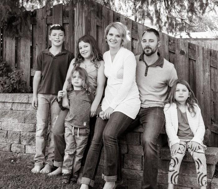 Лиз Петрон (Liz Petrone) и её большая семья.