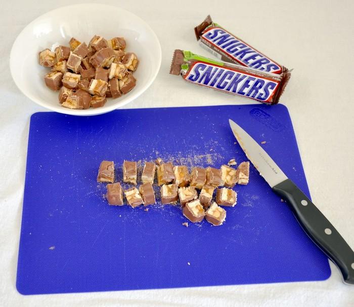 Необычный салат из батончиков Snickers – новый хит интернета