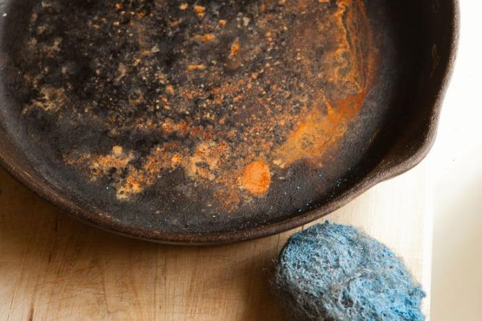 Ржавая сковорода: выбрасывать?