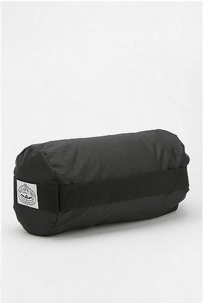 Женственный спальный мешок от Poler