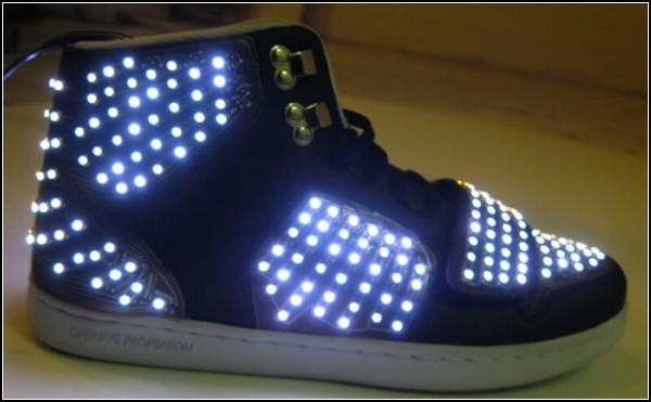 Обзор необычных решений самой удобной обуви: танцевальные кроссовки со светодиодами
