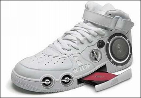 Обзор необычных решений самой удобной обуви: кроссовки для гангстеров-меломанов