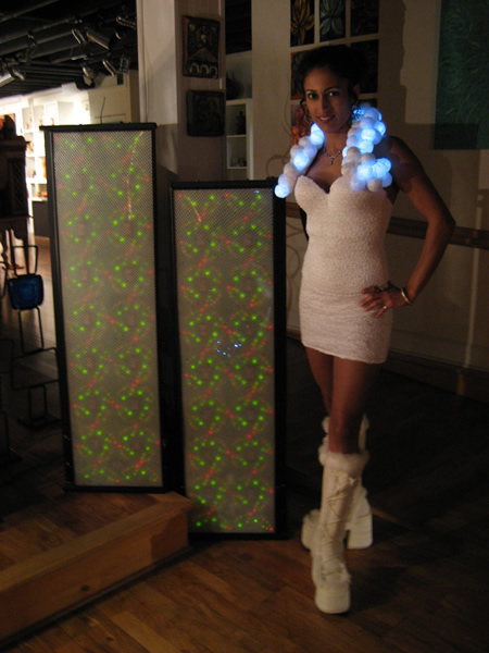 Платье с LED-лампочками от Джанет Хэнсон
