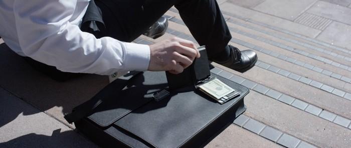 Solar Wallet от Lucca Bozzi – стильный кошелёк, который умеет заряжать смартфон