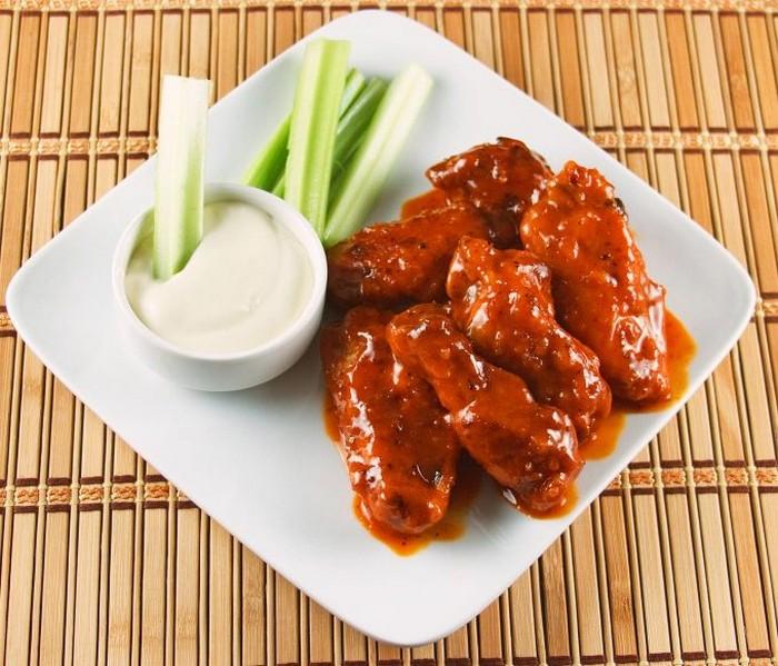 Сметана и кефир – лучшее дополнение к острой еде.