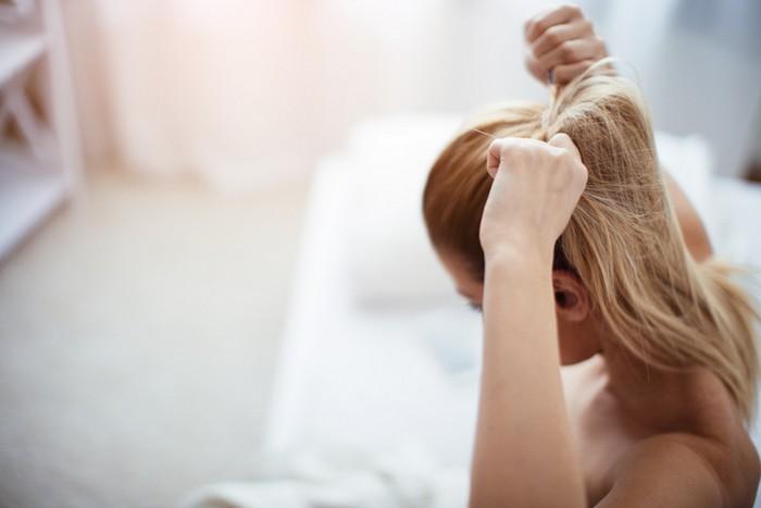 10 ошибок в уходе за волосами, которые приводят к секущимся кончикам