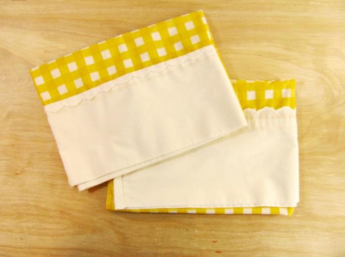 Из салфеток получатся красивые полотенца для кухни.