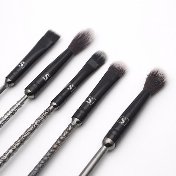 Кисти для макияжа в форме волшебных палочек стали хитом интернета ещё до поступления в продажу