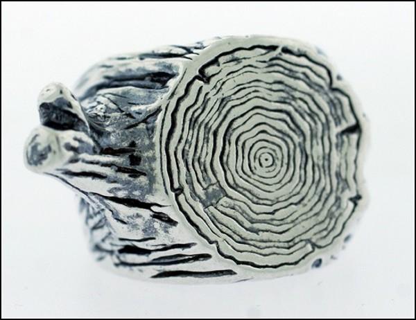 «Деревянное» кольцо сделано из чистого серебра