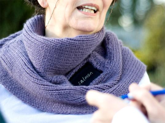 Интерактивный шарф-воротник поможет людям с расстройствами речи