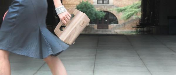 Почти живые сумочки-клатчи из дерева от Supplii