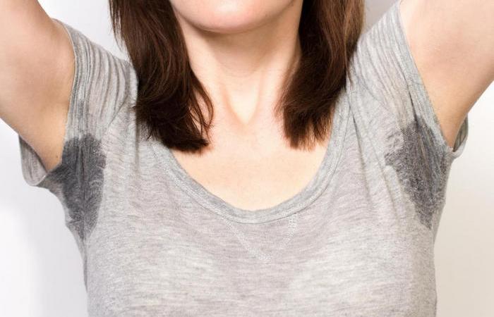 Как защитить одежду от мокрых пятен пота подмышками и спасти свою репутацию