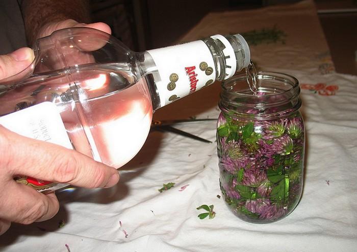 Алкоголь – классический ингредиент микстур от кашля.