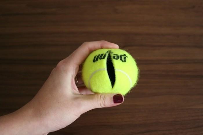 Тайник из теннисного мяча.