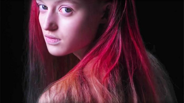 Fire от THEUNSEEN – уникальная краска для волос, которая сама меняет свой цвет в течение дня