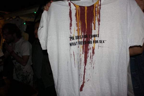 «Испачканные» дизайнерские футболки TVDM