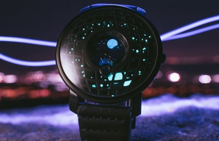 Trappist – часы со звёздным небом.