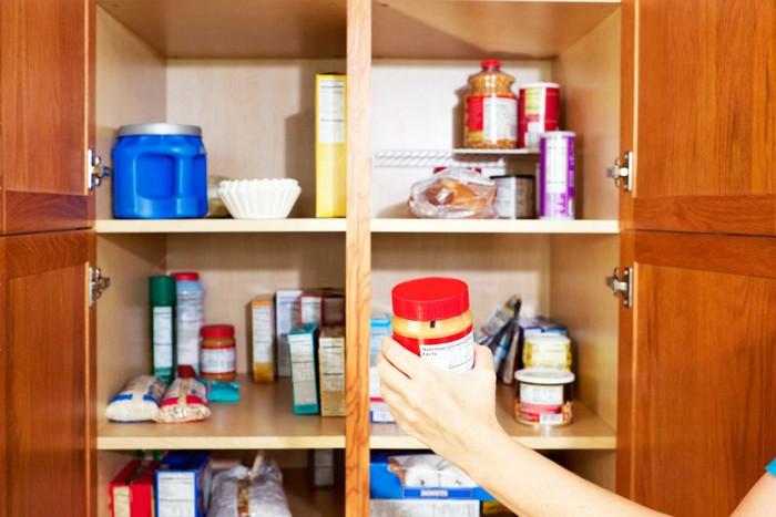 Требуют уборки только раз в год: кухонные ящики и полки.