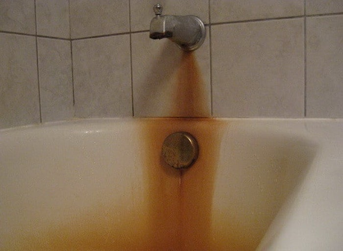 Ржавчина частенько атакует ванную комнату.