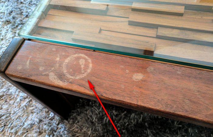 Избавляемся от пятен на деревянной мебели.