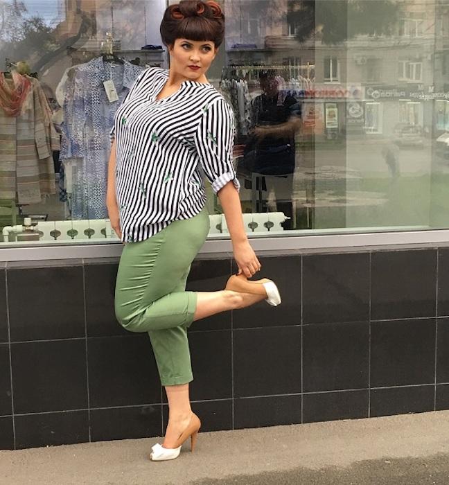 Молодая учительница из Омска в свободное время учится в модельной школе.