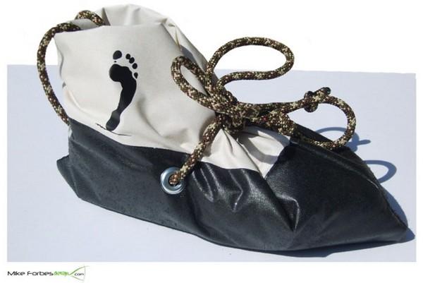 Вещевой мешок и тёплые галоши для бездомных Ulterior Survival Bag