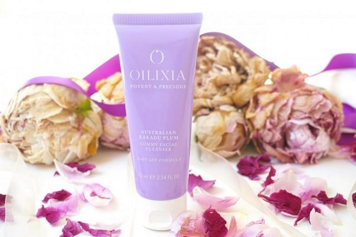 Гель-«жвачка» со сложным именем Oilixia Australian Kakadu Plum Gummy Facial Cleanser.
