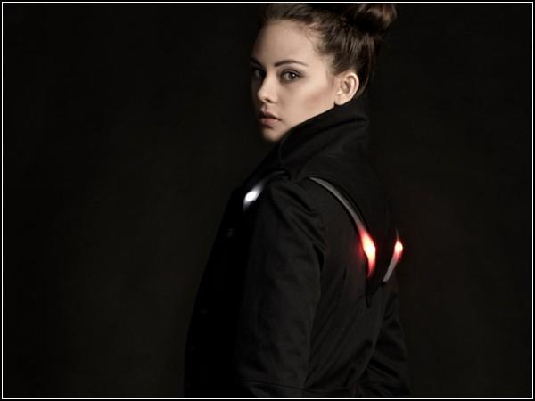 Стильное пальто со светодиодами пригодится любительницам велосипедных прогулок