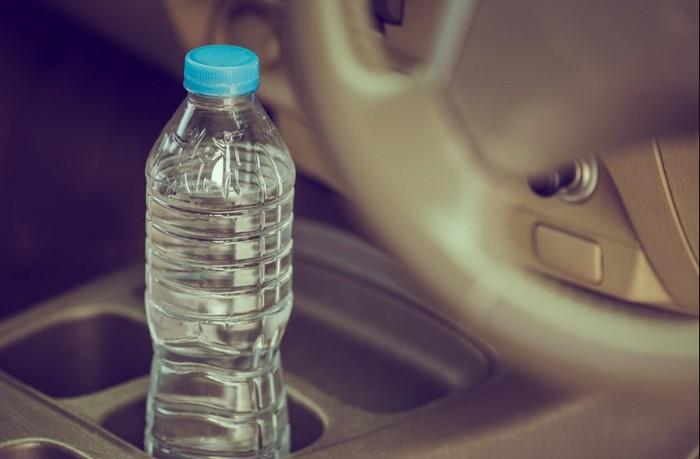 Соблюдать питьевой режим даже за рулём.