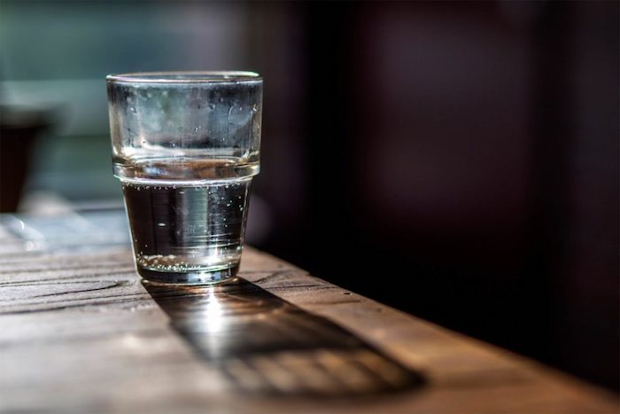 «Ночная» вода утром кажется странной на вкус.