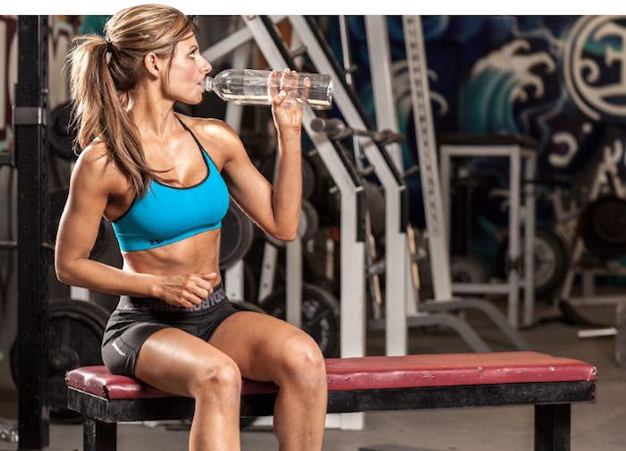 Не стоит много пить во время занятий спортом.