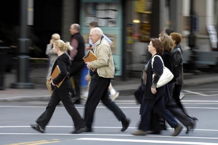 Быстрая ходьба отличает хорошего работника. Даже на пенсии.