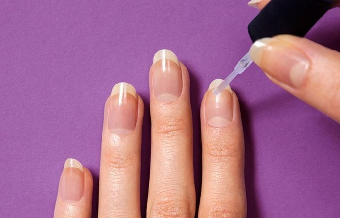 Как сделать крутой маникюр с помощью лака для волос