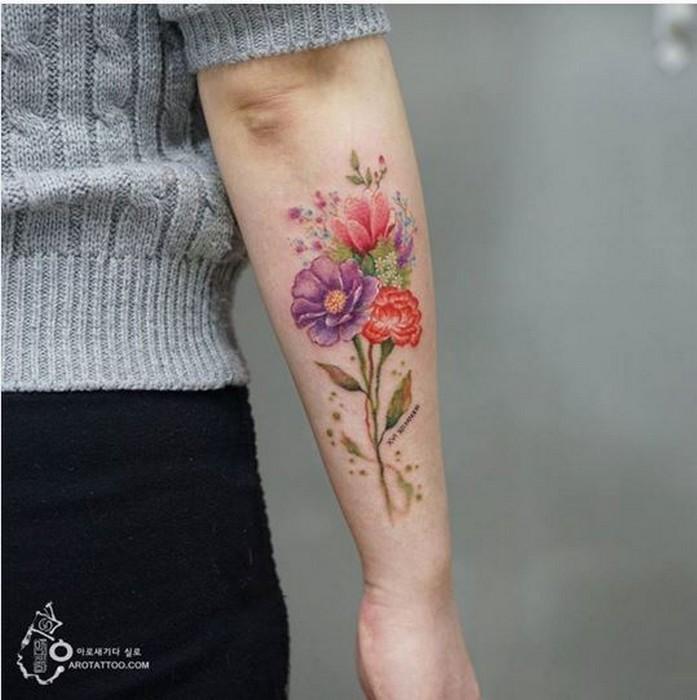 Тату нежные цветы