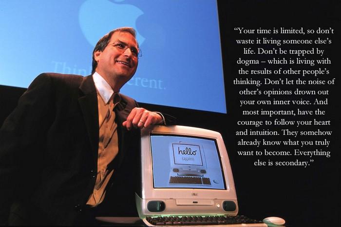 Тот самый iMac 1998-го, с которого всё началось.