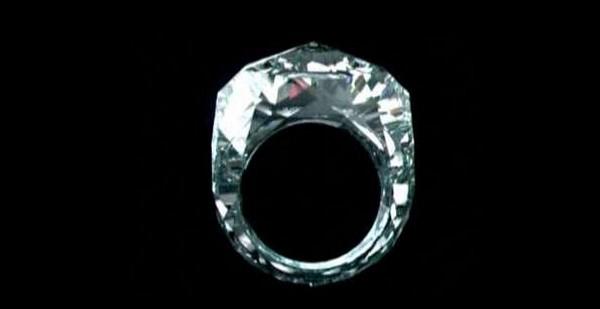 Кольцо из цельного бриллианта от швейцарского ювелира