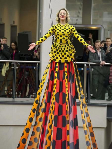 Самое длинное в мире платье от Генри Холланда (Henry Holland)