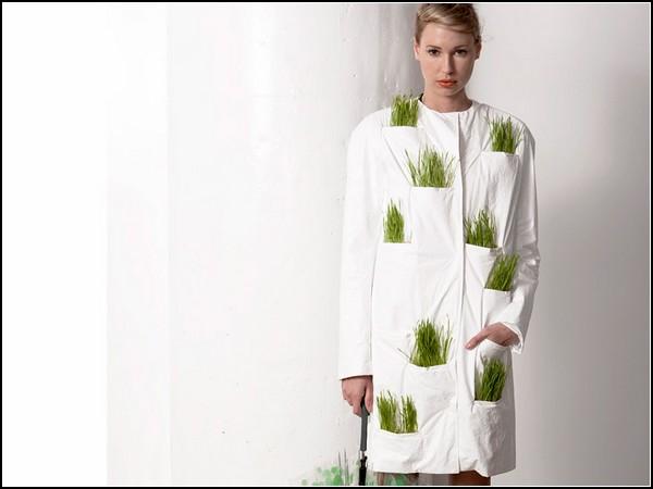 Плащ дождевик, в котором можно «выгуливать» комнатные растения