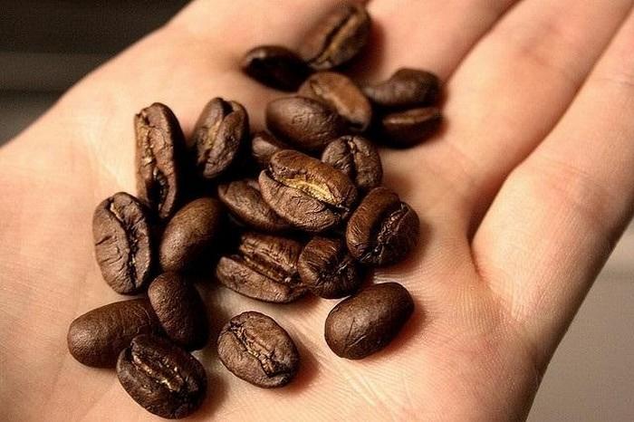 Устраняем неприятные запахи после готовки: кофе.