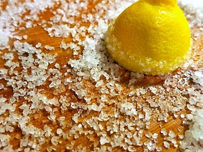 Устраняем неприятные запахи после готовки: соль.