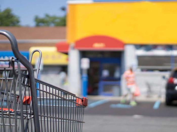 Парковка рядом с супермаркетом – частое место преступления.