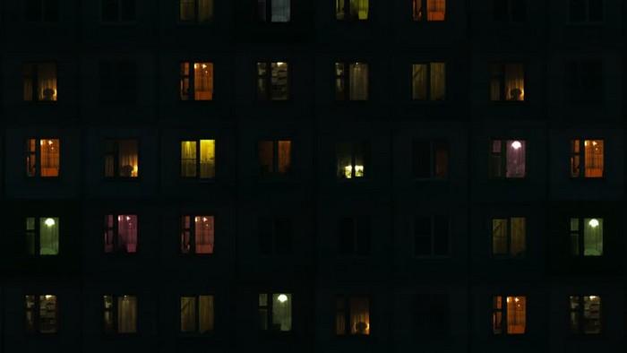 Горит свет? Значит, дома кто-то есть.