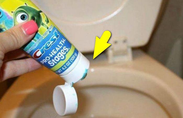 Зачем зубная паста в туалете.