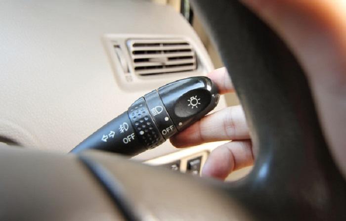 Включение стояночных огней/ Фото: auto.bigmir.net