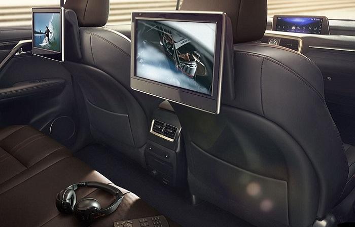 Часто ли пассажирам задних сидений нужны «развлекухи»?/ Фото: lexus.com